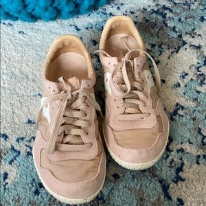 Blush Saucony Tennis Shoes